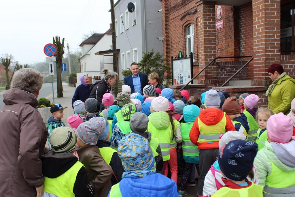 Przedszkolaki zwizytą uBurmistrza